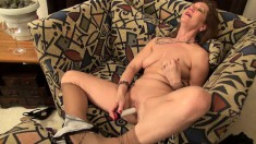 Cock-hungry MILF spreads her legs and uses a dildo to make herself cum