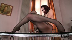 Queen of stockings presents her mind-blowing and unforgettable fetish show