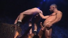 Muscled stallion fists the hell out of his kinky boyfriend's sweet ass