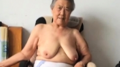 Amateur Granny Tugging A Cock In Pov Mode