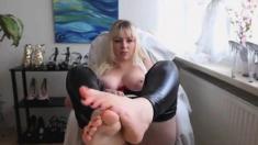 Beautiful Blonde Feet Long Toes Cam