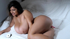 Big bbw latin fingering her cunt hard for the show